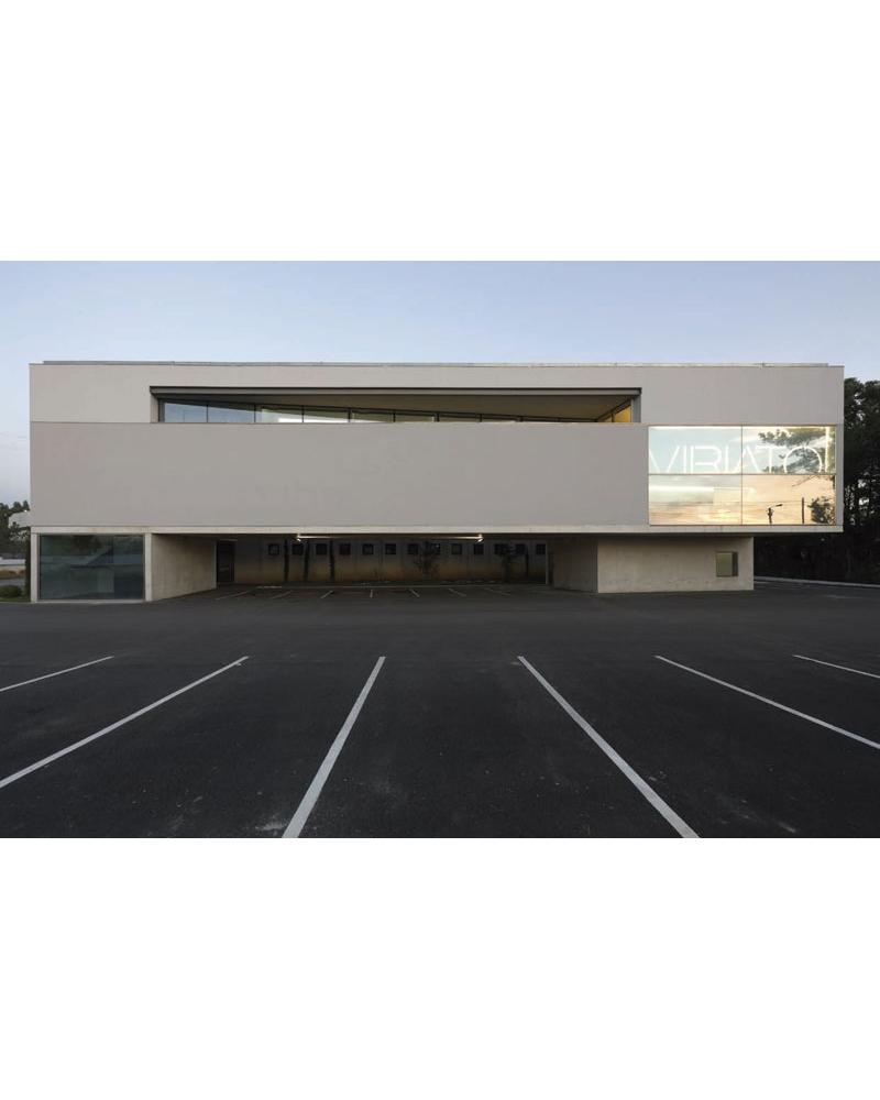 Edificio administrativo y Show-Room para Muebles Viriato. Paredes. Portugal