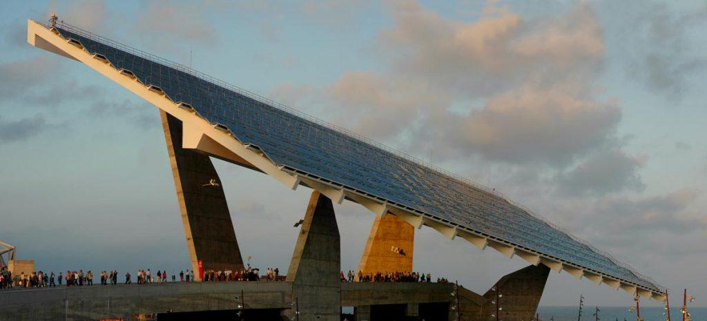 Explanada y Pérgolas Fotovoltaicas Forum 2004. Fotografía: Cristina Fontsaré