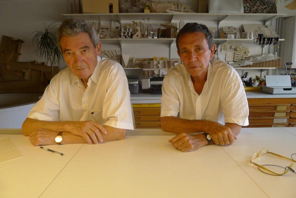 José Antonio Martínez Lapeña y Elías Torres Tur en su estudio