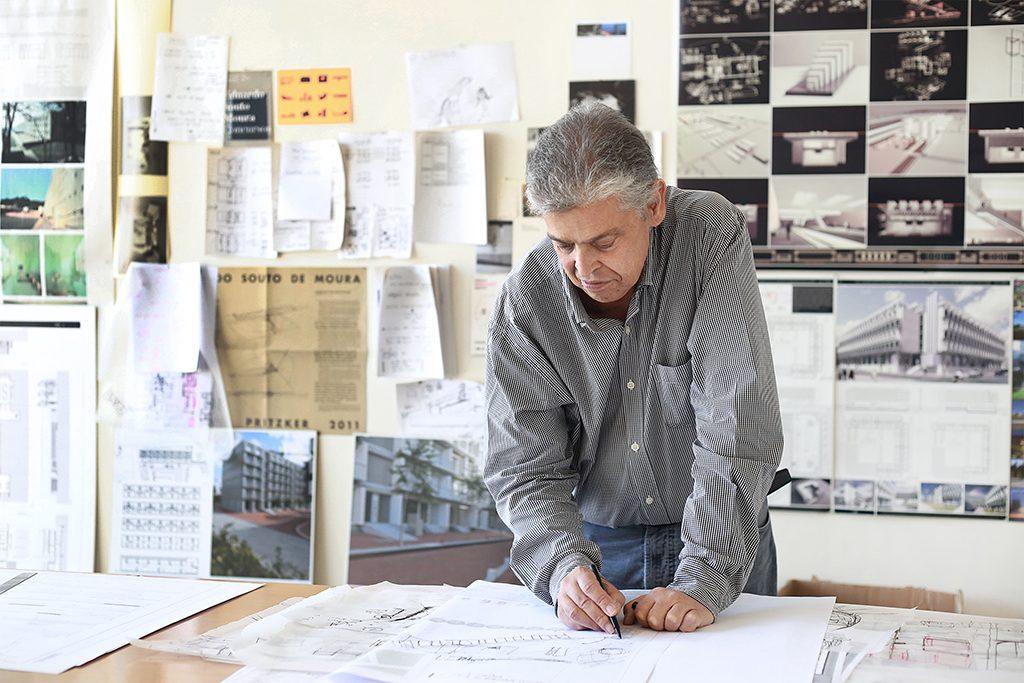 João Álvaro Rocha en su estudio.