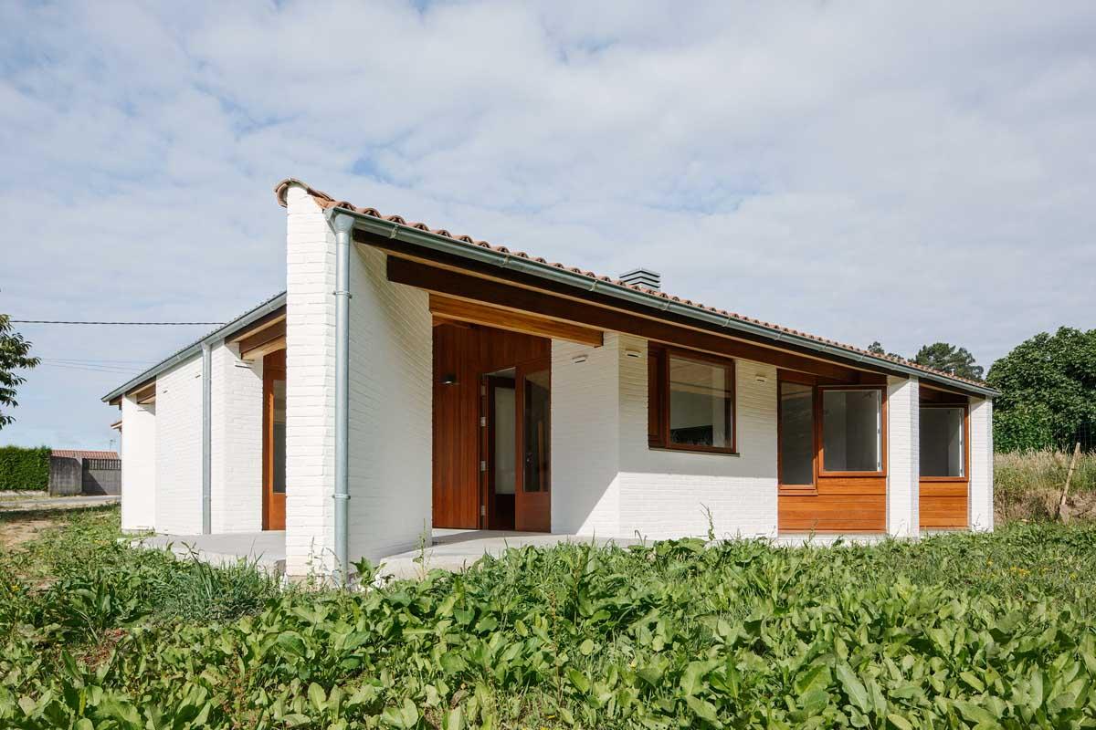 Casa a tres aguas de arrokabe arquitectos tc cuadernos for Arquitectos para casas